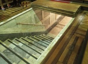 entrada para cripta sob altar - igreja n. s. conceição