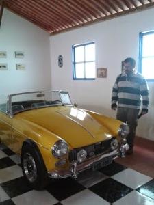 museu  (o amarelo, não o listrado)